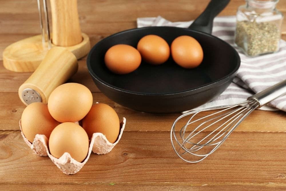 Read more about the article 7 Simple Egg Substitutes You Can Use In Cake Mixes